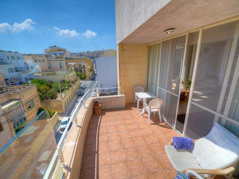Accommodation in malta host families hotels and for Julian balcony