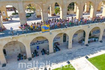 Maltalingua students waving from the Upper Barrakka, Valletta