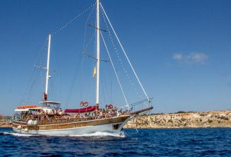 Our Maltalingau boat on the way to Comino