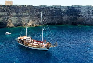 Language school boat trip to Crystal Bay, Comino